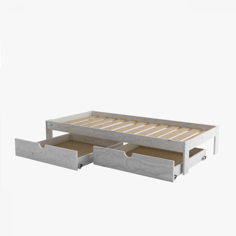 Mesa, silla y cama con colchón