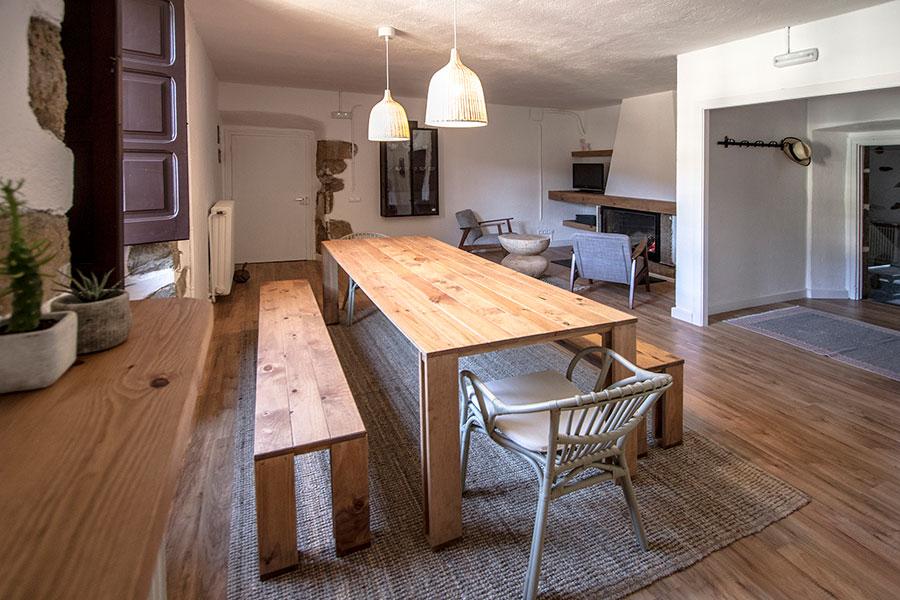 Mesa de comedor barata de madera ecol gica resistente - Mesa con bancos ...