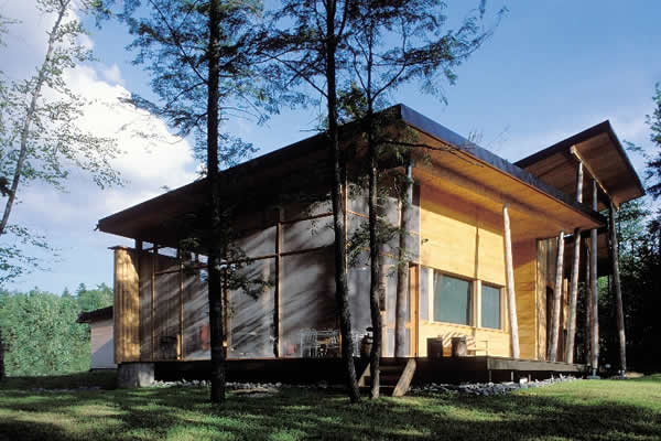 indubrik_muebles_madera_maciza_blog_villa_du_lac_castor_francia_pierre_thibault_vivienda_troncos_madera_exterior_1