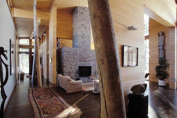 Vivienda de madera con troncos de rbol como vigas blog for Muebles salon madera natural