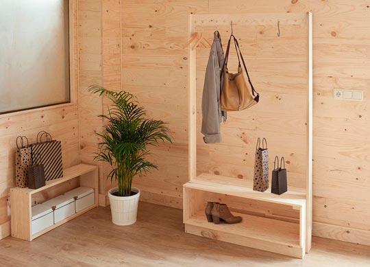 Exposici n y venta de los productos de muebles lufe en - Entradas con percheros ...