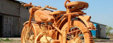 Moto de madera creada por Yuri Hvtisishvili
