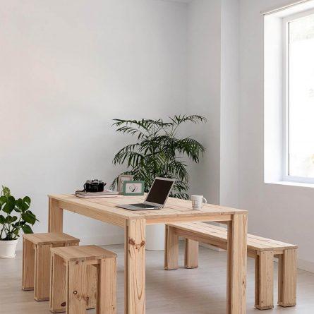Serie ARINA bancos y mesas de madera natural
