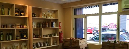 Imagen de las estanterias LUFE en la tienda ECOLOQUE S.L.