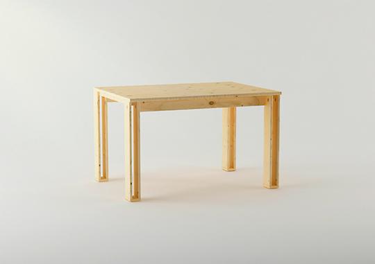 Imagen de la mesa Arina diseñada por Silvia Ceñal para Muebles LUFE