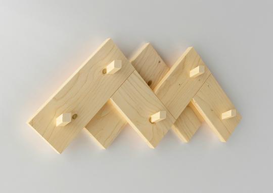 Imagen del perchero CIMAS diseñado por Silvia Ceñal para Muebles LUFE