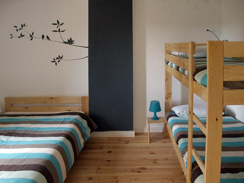 Muebles-LUFE-madera-maciza-anticrisis-albergue-cervinuelo-cuenca-habitacion-4