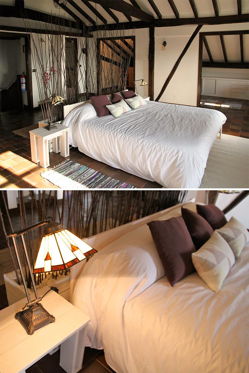 habitación especial cama matrimonio de caserío Mahasti en gatika bizkaia