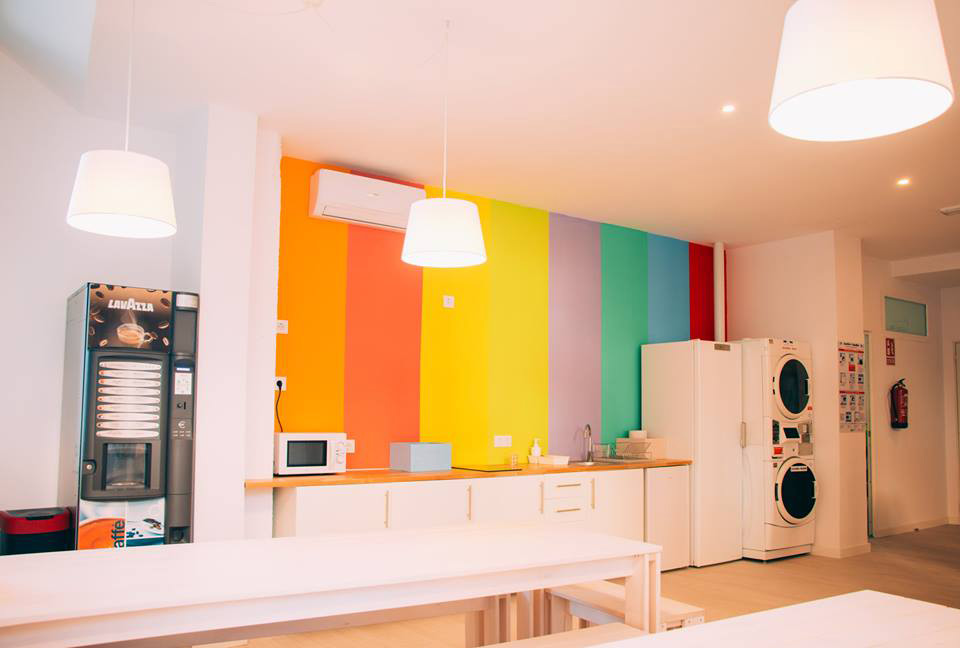 zonas comunes con mobiliario lufe para hostel