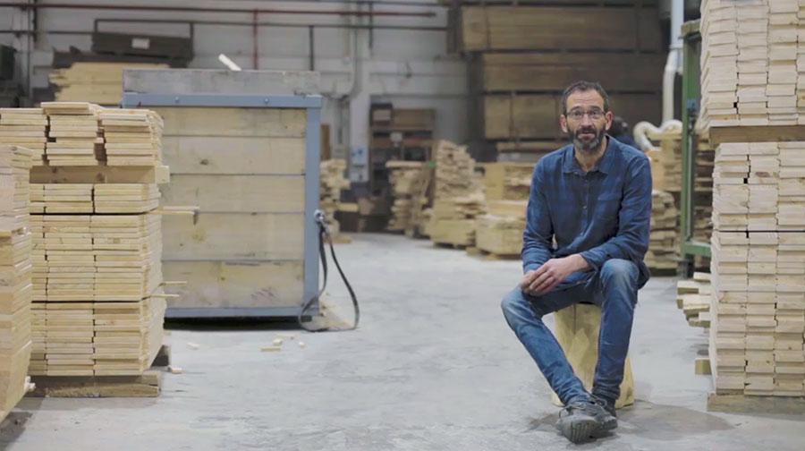 Enrique Arrillaga en la fábrica de Muebles LUFE