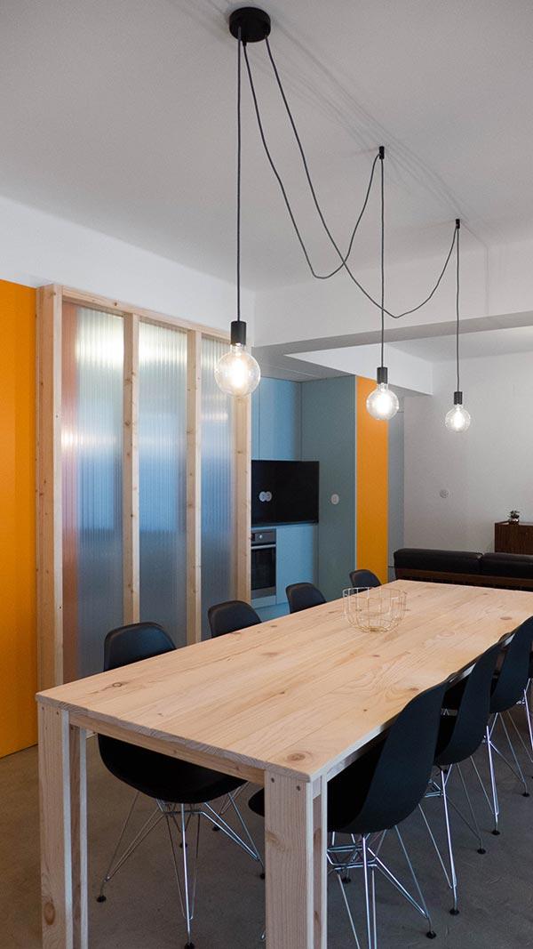 Apartamento Atelier Do Cardoso (mesa de madera para el comedor)
