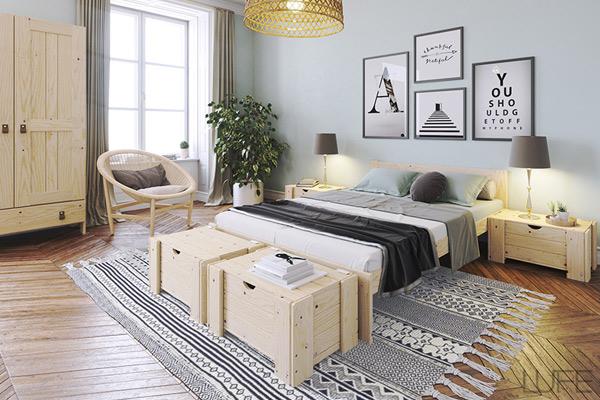 Baúl pie de cama de madera barato en habitación de matrimonio