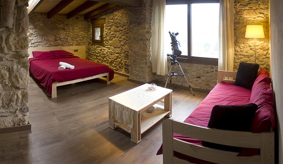 Muebles baratos de madera maciza y ecológica en masia de Girona
