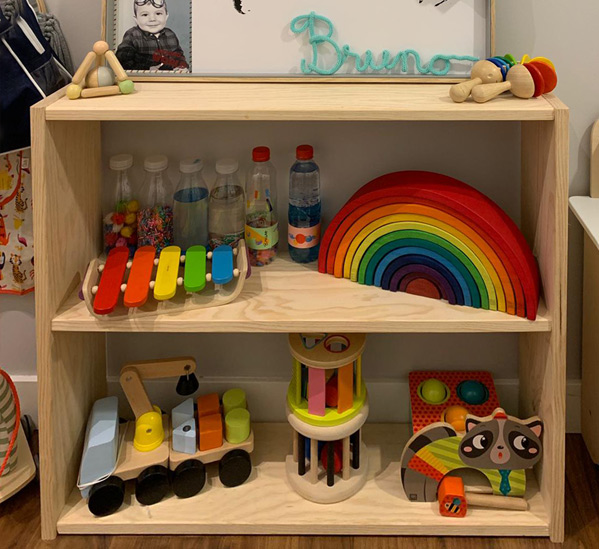 estanterias baratas de madera para habitación infantil estilo Montessori
