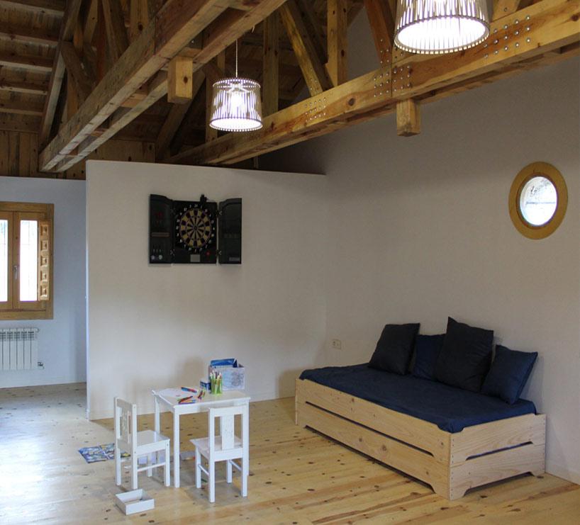 camas baratas de madera maciza para albergue o alojamiento Rural
