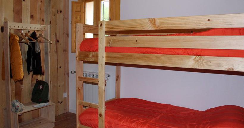 Literas de madera baratas y resistentes para albergue o alojamiento rural