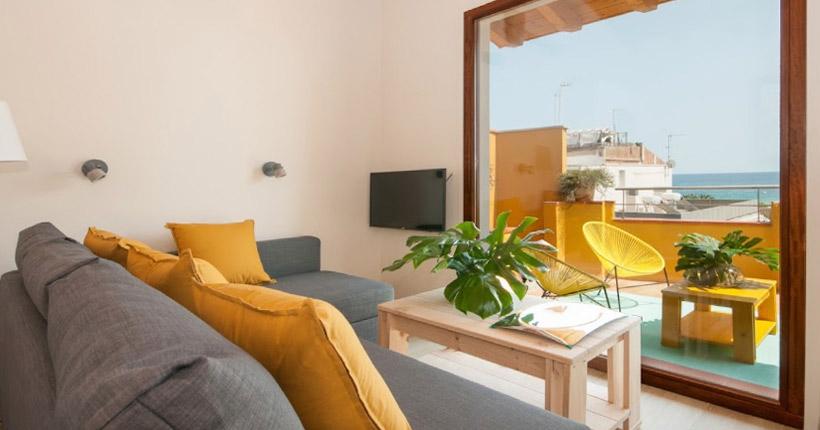 muebles baratos para decorar salon de apartamento de playa