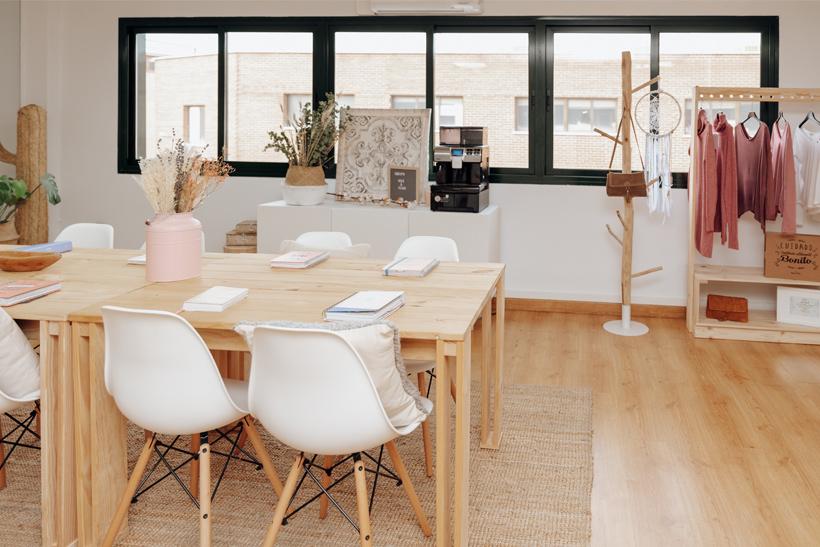 mesas baratas de madera ecológica para tienda de complementos de moda