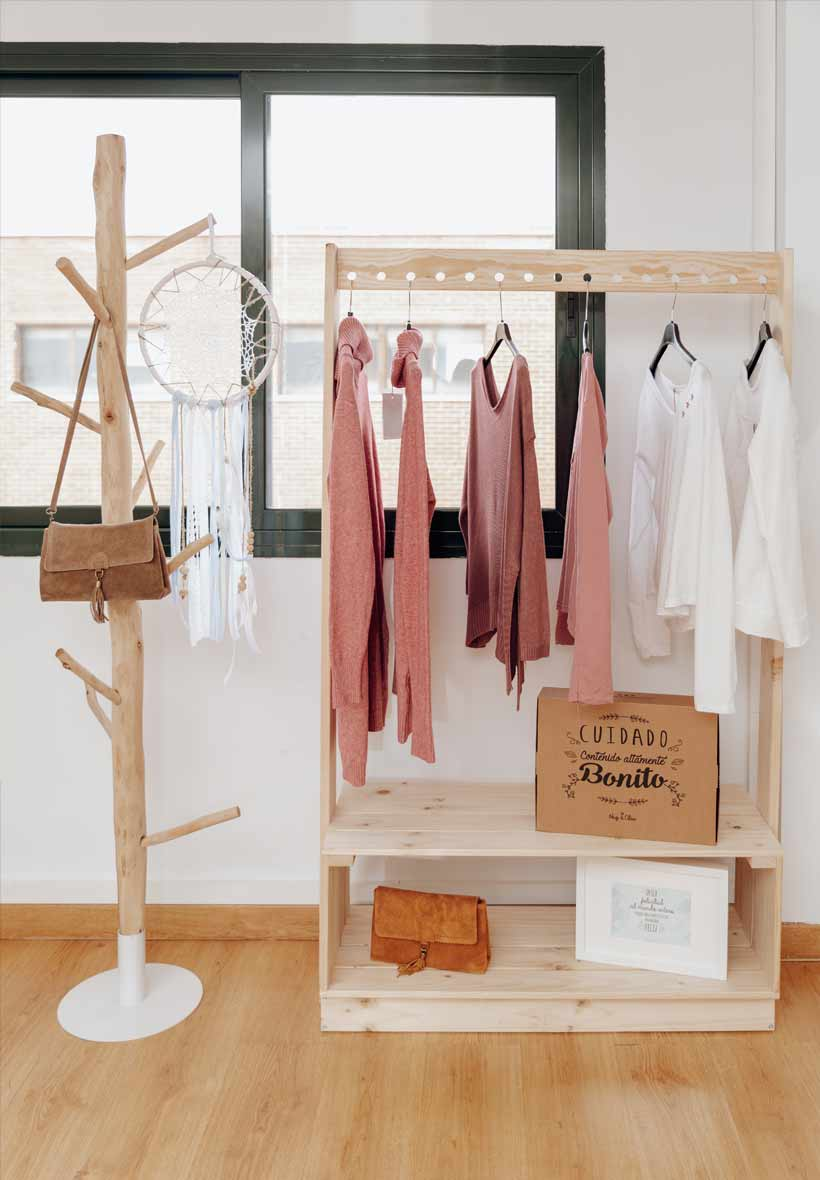 perchero ecologico para tienda de ropa