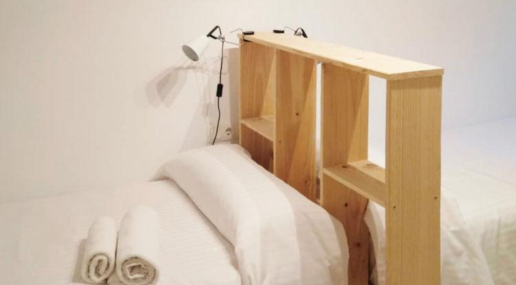 estanteria madera maciza separador ambientes casa arrabal huesca