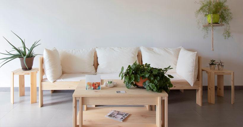 Sofás modulares modernos de madera con mesa de centro para salón o comedor