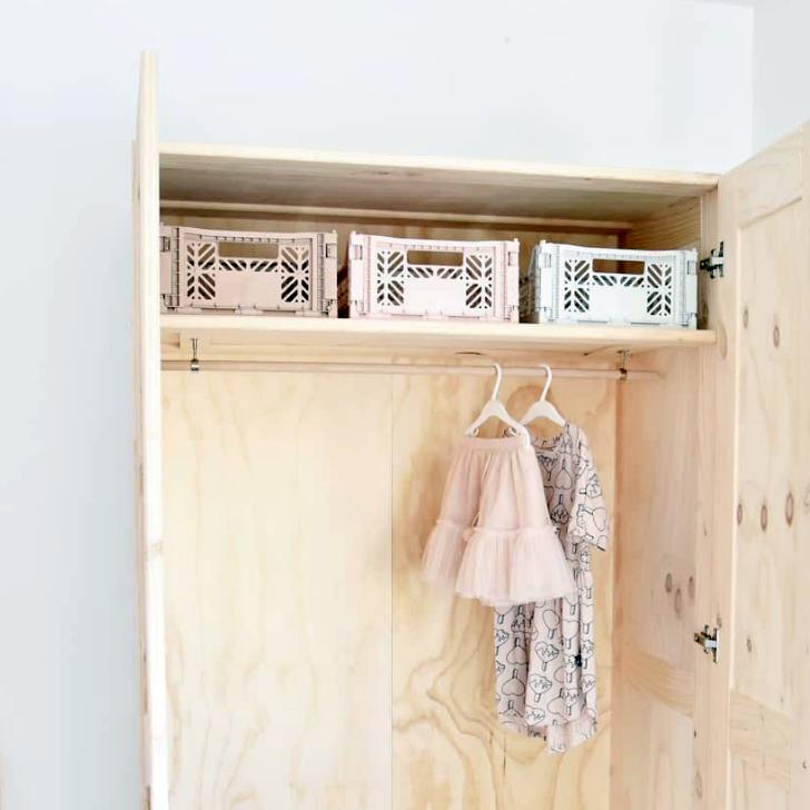 armario de madera infantil