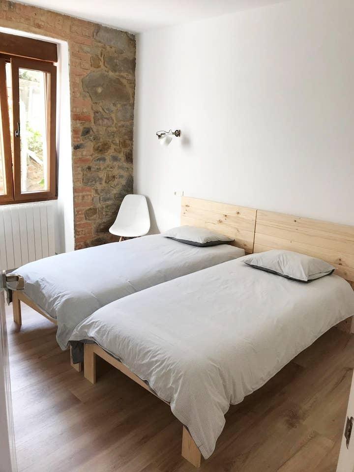 camas y cabeceros de madera maciza