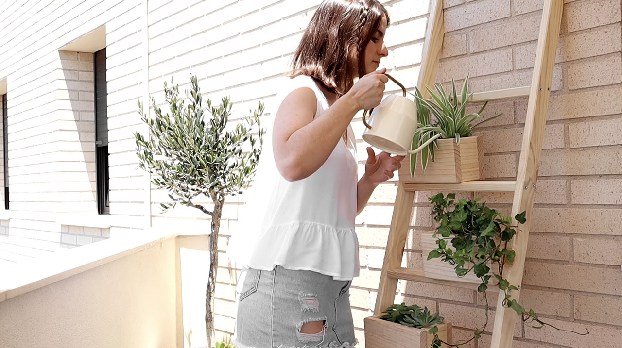 Jardinera de madera natural
